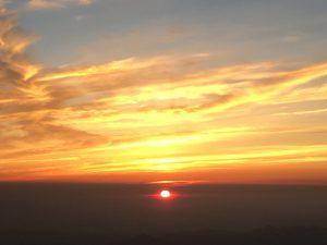 富士山登山山頂からのご来光